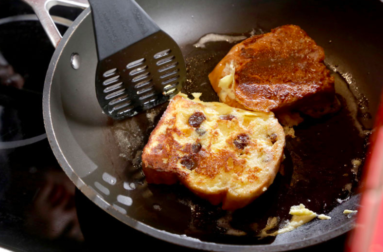 French-toast-making-teaching-delicious-beautiful-secret